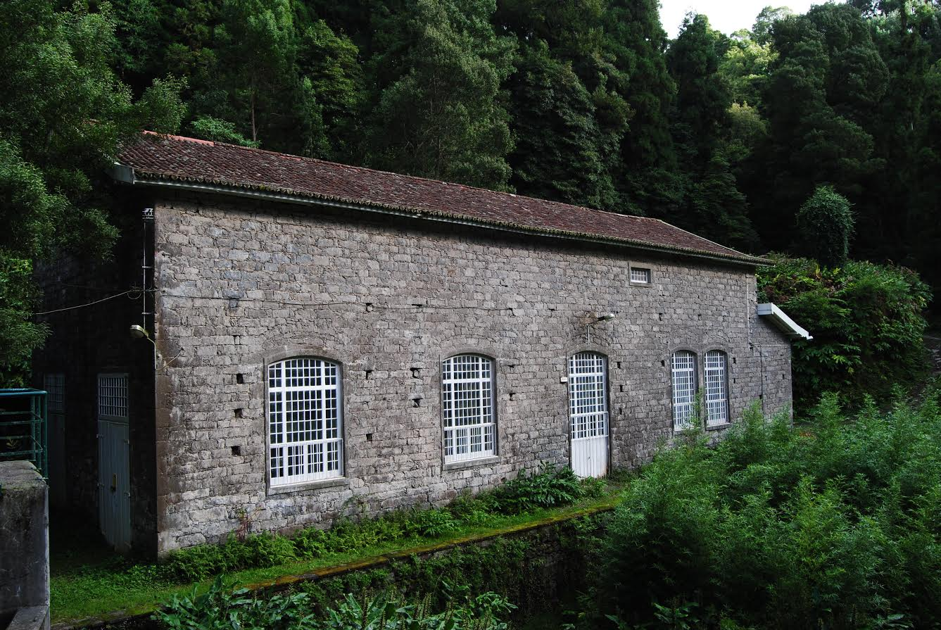 Hydroelectric building (closed)